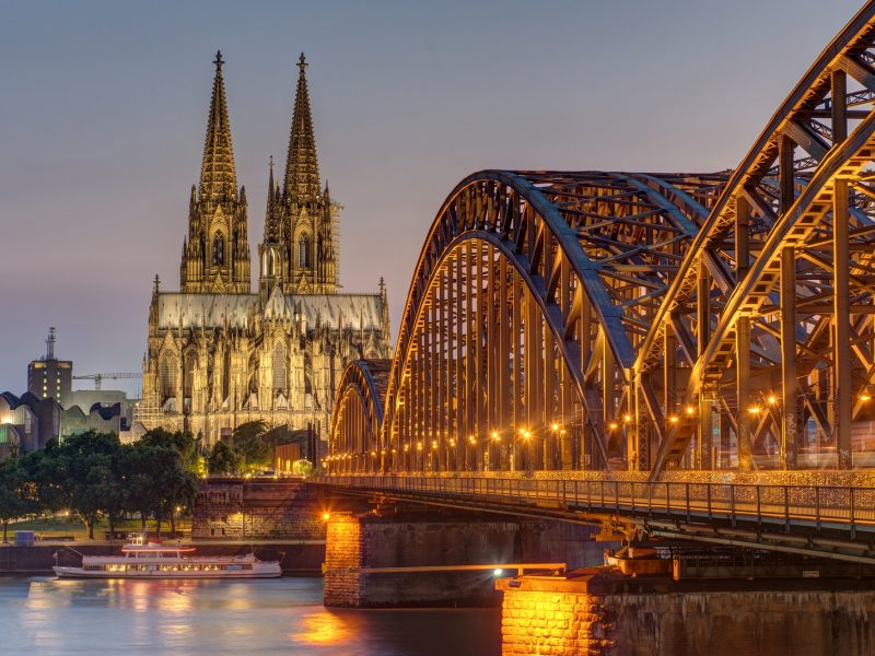 The imposing cathedral of Cologne at dusk